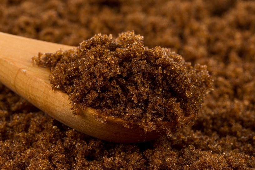 Cukier muscovado - doskonały do pieczenia ciemnych ciast i pierników /123RF/PICSEL