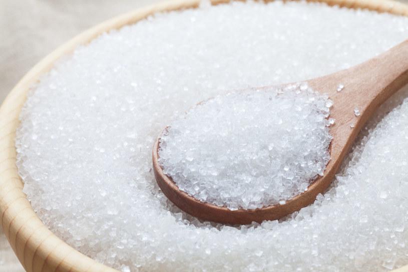 Cukier sprawia, że jesteśmy bardziej senni /123RF/PICSEL