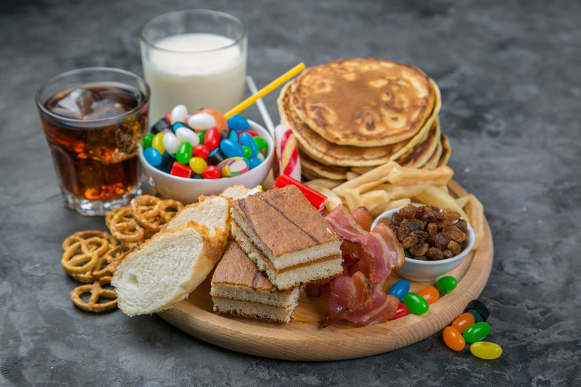 Cukier w istotny sposób obniża odporność organizmu /123RF/PICSEL