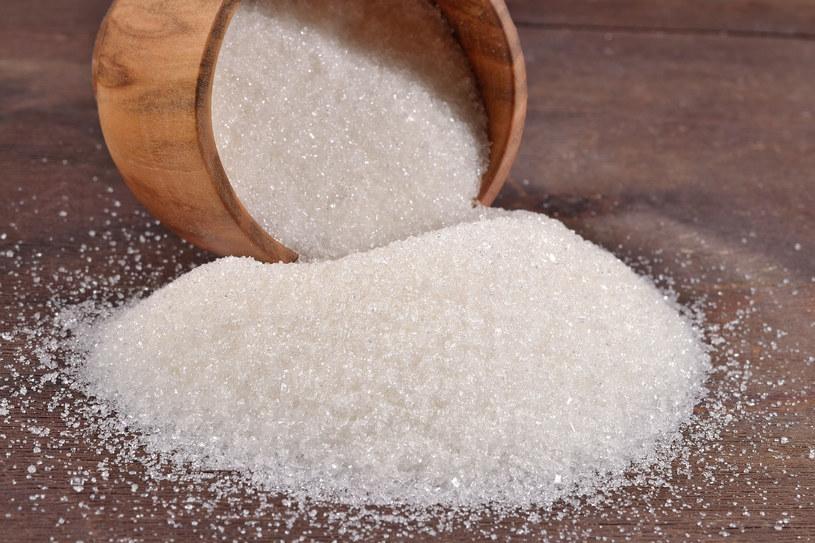 Cukier zawiera jedynie czyste, rafinowane węglowodany, których ciało nie może w żaden sposób wykorzystać /123RF/PICSEL