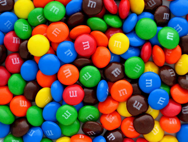 cukierki m&ms /© Photogenica