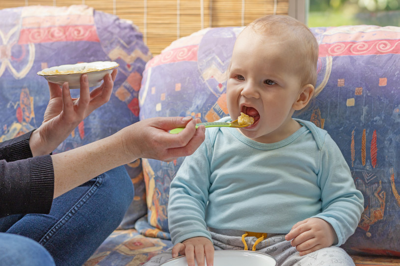 Cukinia nie zawiera metali ciężkich, dlatego warto od początku wprowadzać ją do diety dziecka /123RF/PICSEL