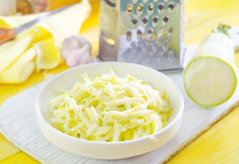 Cukinia to wyjątkowo uniwersalne warzywo - sprawdza się na słodko, jak i w wytrawnych daniach /123RF/PICSEL