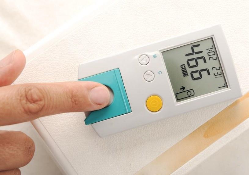 Cukrzyca może sprzyjać powstawaniu brzydkiego zapachu stóp /123RF/PICSEL