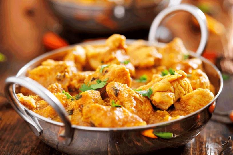 Curry z kurczaka w sosie kokosowym /123RF/PICSEL
