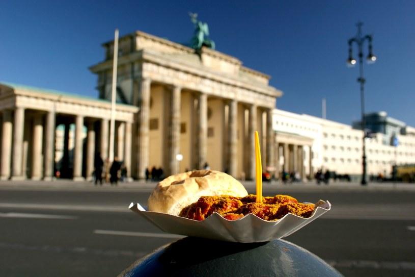 Currywurst zdetronizowane w niemieckich stołówkach /123RF/PICSEL