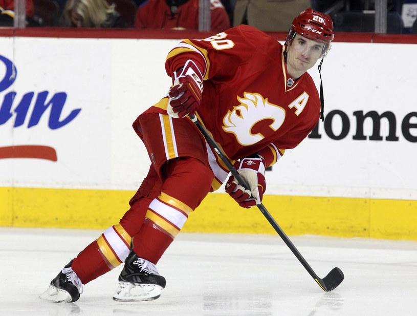 Curtis Glencross z Calgary Flames strzelił trzy gole Nashville Predators /Mike Ridewood /Getty Images