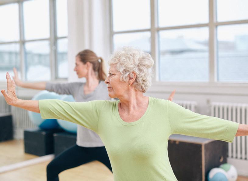 Ćwiczący jogę mają zdecydowanie niższy współczynnik złego cholesterolu /Picsel /123RF/PICSEL