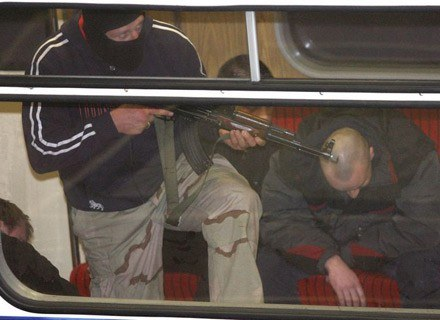 Ćwiczenia ćwiczeniami, ale adrenalina jest. Nz. ćwiczenia w warszawskim metrze/fot. T. Zieliński /Agencja SE/East News