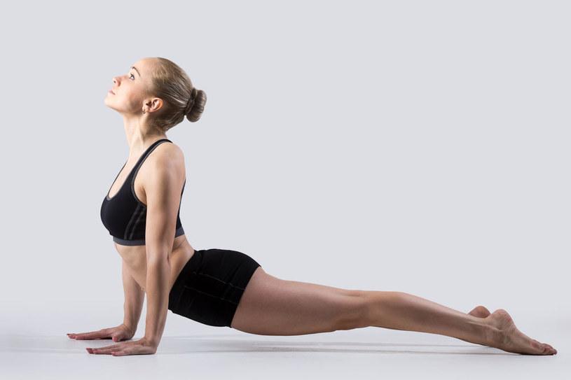 ćwiczenia na kręgosłup /© Photogenica