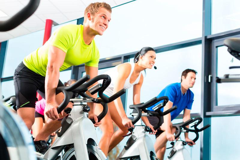 ćwiczenia na siłowni /© Photogenica