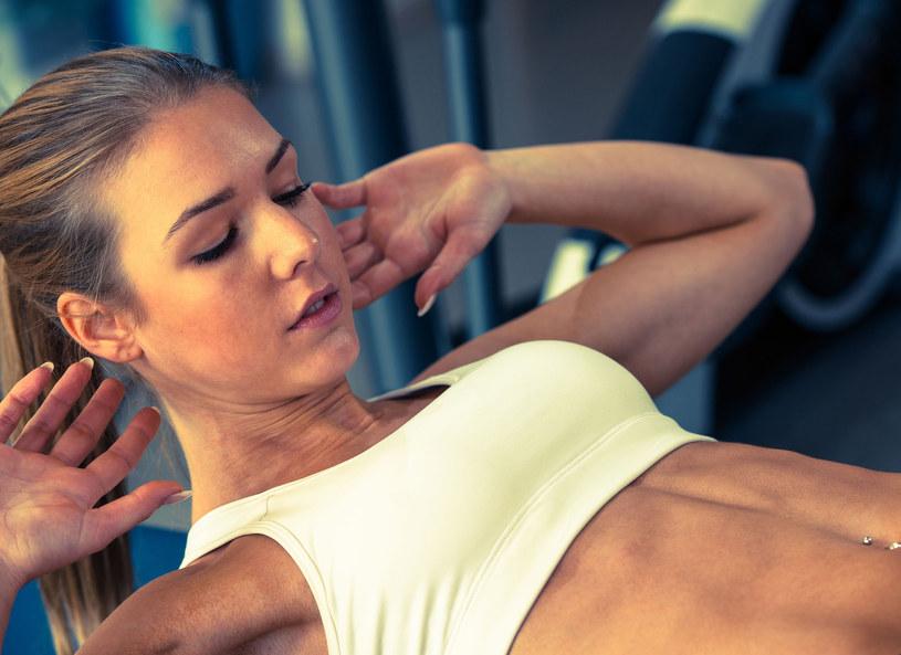 Ćwiczenia poprawią samopoczucie /123RF/PICSEL