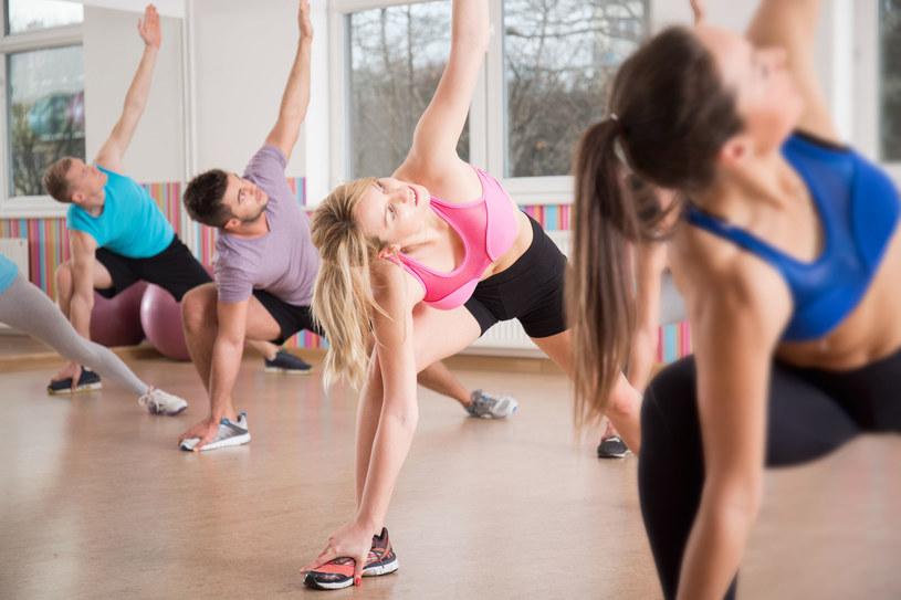 Ćwiczenia rozciągające mięśnie zrelaksują cię /123RF/PICSEL