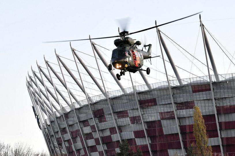 Ćwiczenia służb medycznych przed stadionem PGE Narodowy w Warszawie /Radek  Pietruszka /PAP