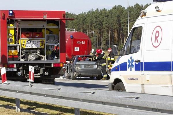 Ćwiczenia służb ratowniczych i kryzysowych na lubuskim odcinku autostrady A2 w okolicy miejscowości Walewice, 26 bm. Ćwiczenia mają m.in. sprawdzić procedury ratownicze opracowane dla autostrady A2, a także przetestować organizację działań ratowniczych, procedury alarmowania, przepływ informacji oraz czas dojazdu pojazdów służb ratowniczych i funkcjonalności bram awaryjnych itp.