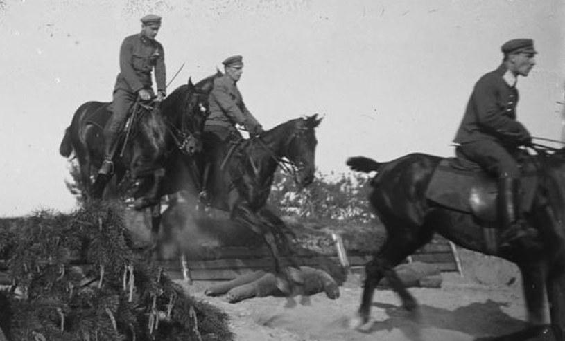 Ćwiczenia ułanów 2 pułku przed wyruszeniem na front w 1920 roku /Stanisław Janowski /domena publiczna