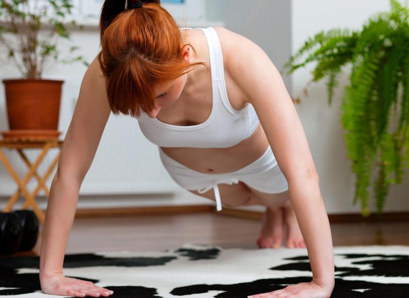 Ćwiczenia w domu wymagają systematyczności /123RF/PICSEL