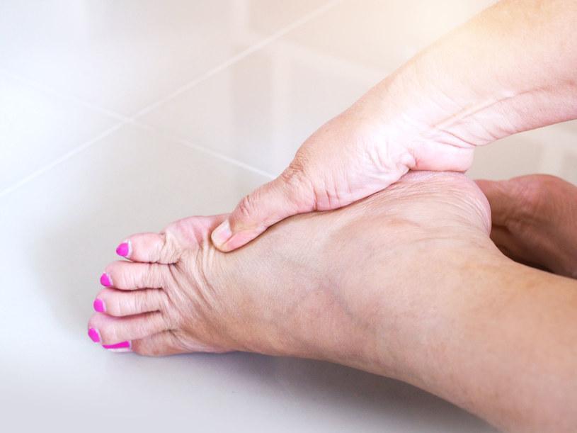Ćwiczenia wzmocnią ścięgno i złagodzą ból /123RF/PICSEL