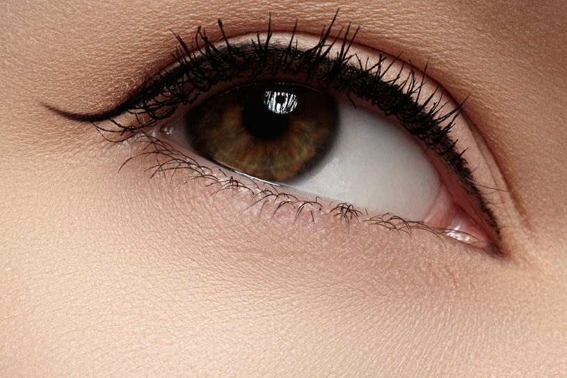 Ćwiczenia zacznij eyelinerem w kremie i pędzelkiem lub bardzo miękką kredką. /123RF/PICSEL