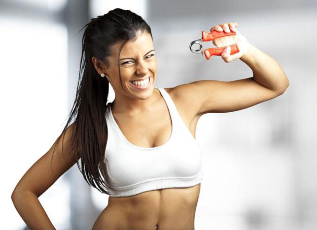 Ćwiczeniami nie zmniejszysz piersi. Wprost przeciwnie... /123RF/PICSEL