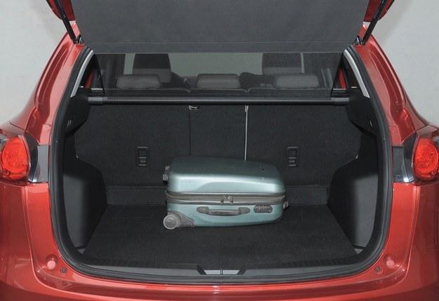 cx-5 bagażnik /Motor