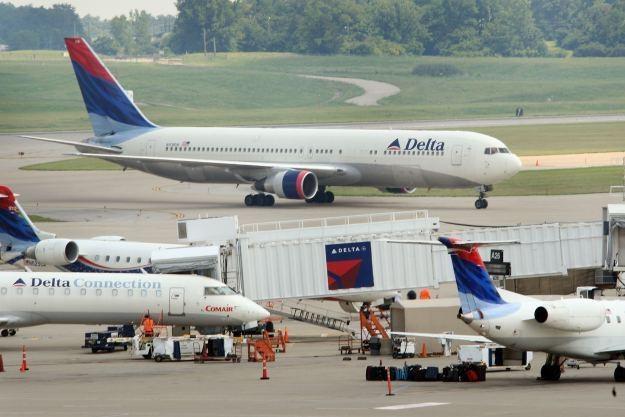 Cyberoszuści zaatakowali pasażerów linii Delta Airlines /AFP