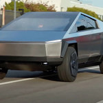 Cybertruck od Elona Muska na reklamie a'la Cyberpunk 2077