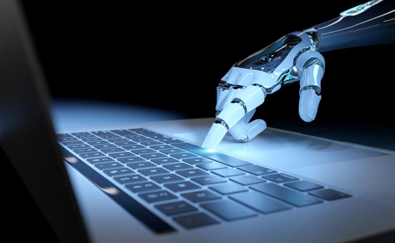 Cyborgi cyberprzestępczości przechodzą do ofensywy /123RF/PICSEL