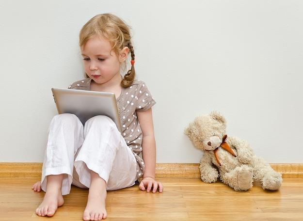 Cyfrowo urodzeni - smartfon zamiast grzechotki, tablet w miejsce książeczki /©123RF/PICSEL