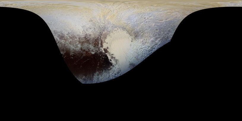 Cylindryczna projekcja mapy Plutona, wykonanej kamerą MVIC /NASA