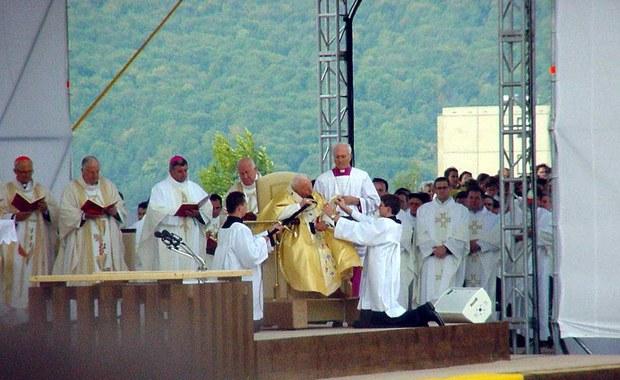 Cyniczne powoływanie się na papieża Polaka