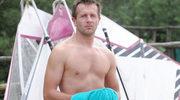 """Cypryański jako przystojny surfer w """"Komisarzu Aleksie"""""""