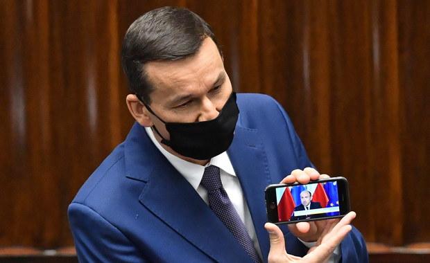 """""""Cyrk na mównicy"""". Premier odtwarza nagranie z Budką, a Dziambor z Morawieckim"""