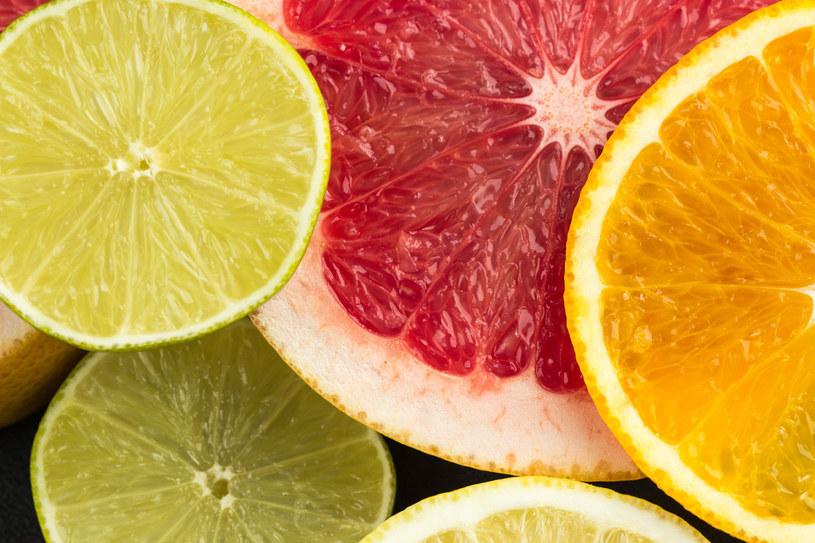 Cytrusy są bogate w witaminę C i witaminy z grupy B /123RF/PICSEL