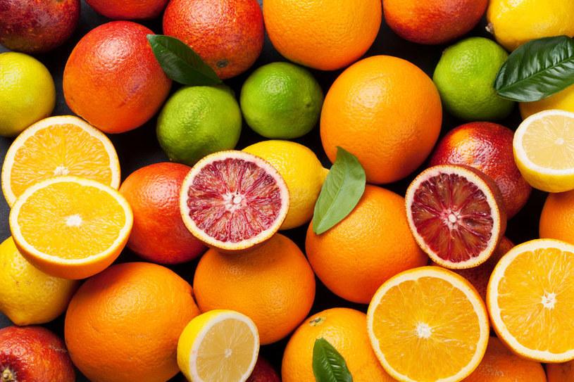 Cytrusy to popularne i smaczne owoce /123RF/PICSEL