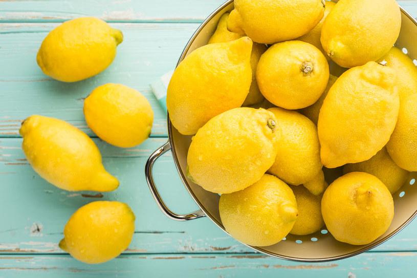 Cytryna potrafi rozjaśnić przebarwienia /123RF/PICSEL