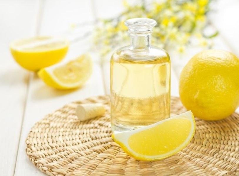 Cytrynowy olejek eteryczny właściwości /© Photogenica