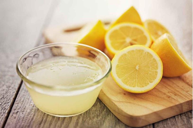 Cytrynowy sok jest bardzo zdrowy /123RF/PICSEL