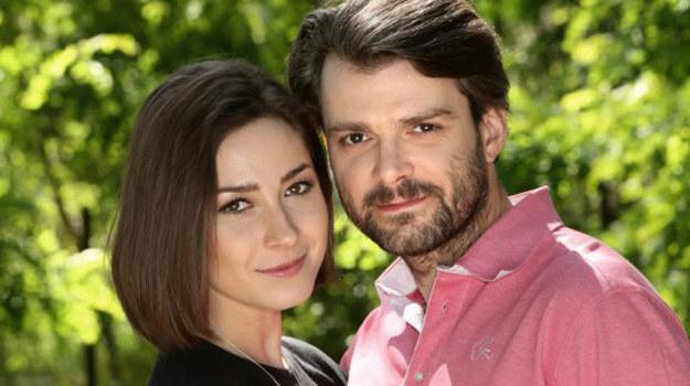 Czarek wynajmie dla Marleny świetnie wyposażoną kuchnię - w zamian oczekując, że narzeczona zatrudni w swojej firmie pracownika, tak by mogli zacząć starać się o dziecko /www.barwyszczescia.tvp.pl/