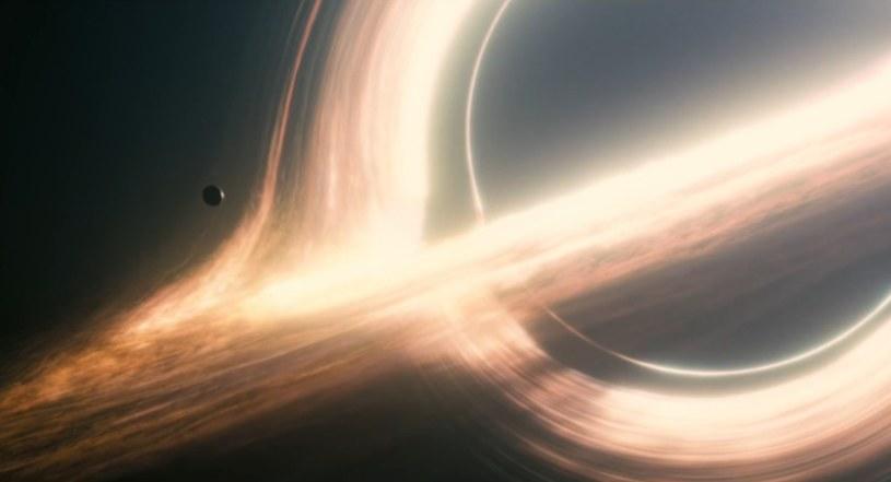 """Czarna dziura oczami twórców """"Interstellar"""" /materiały prasowe"""