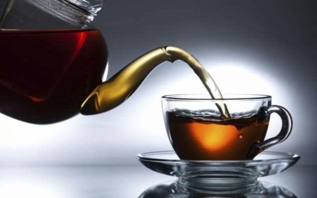 czarna herbata podrażnienie skóry /© Photogenica
