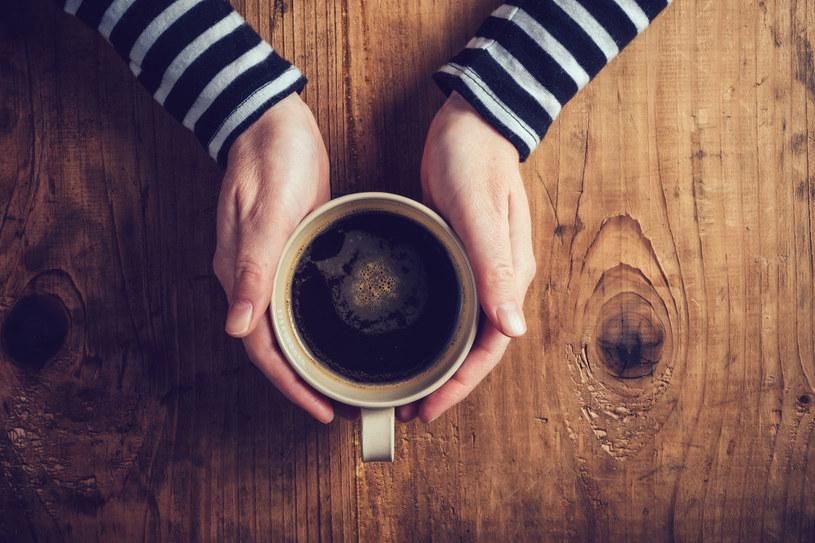 Czarna kawa podczas upału - pić czy nie pić? /123RF/PICSEL