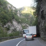 Czarnogóra. Tam zapłacisz za jazdę bez koszuli