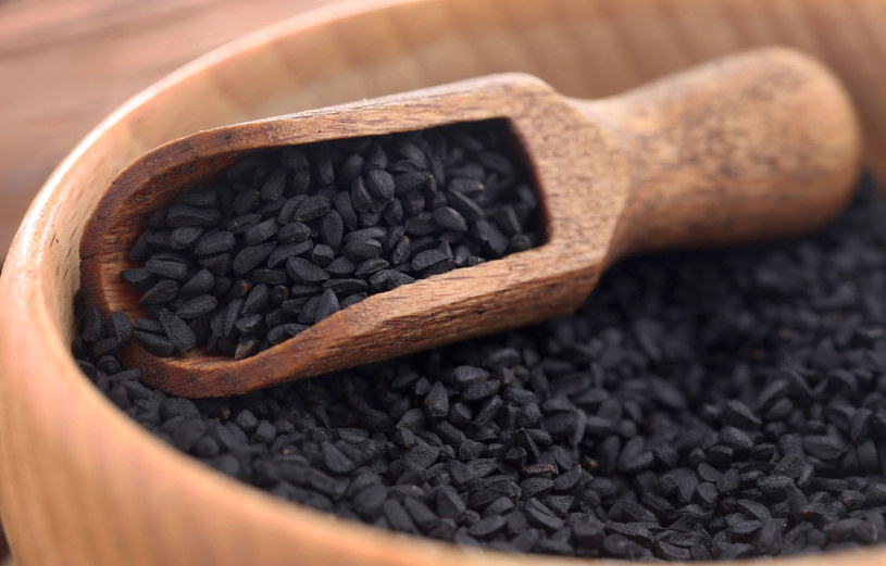 Czarnuszka to doskonały dodatek do kanapek, sałatek, past i zup /123RF/PICSEL