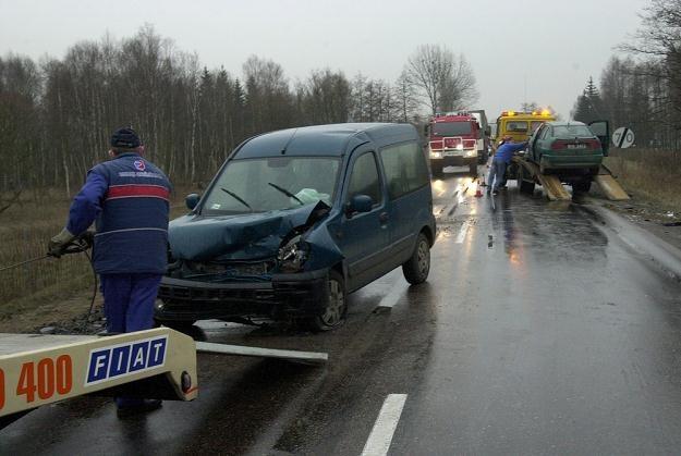 Czarny asfalt może być pokryty lodem... / Fot: Michał Kość /Reporter