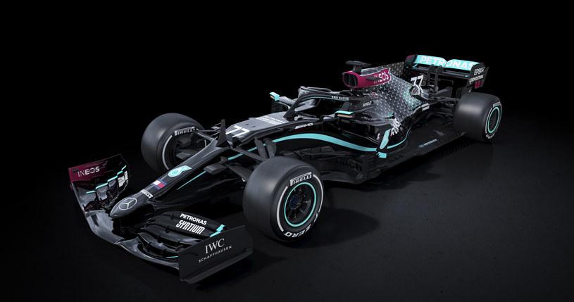 Czarny bolid Mercedesa /