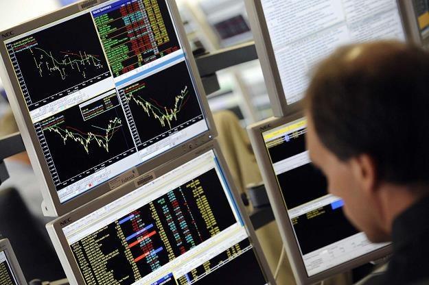Czarny czwartek zbiera żniwa na rynku walutowym /AFP