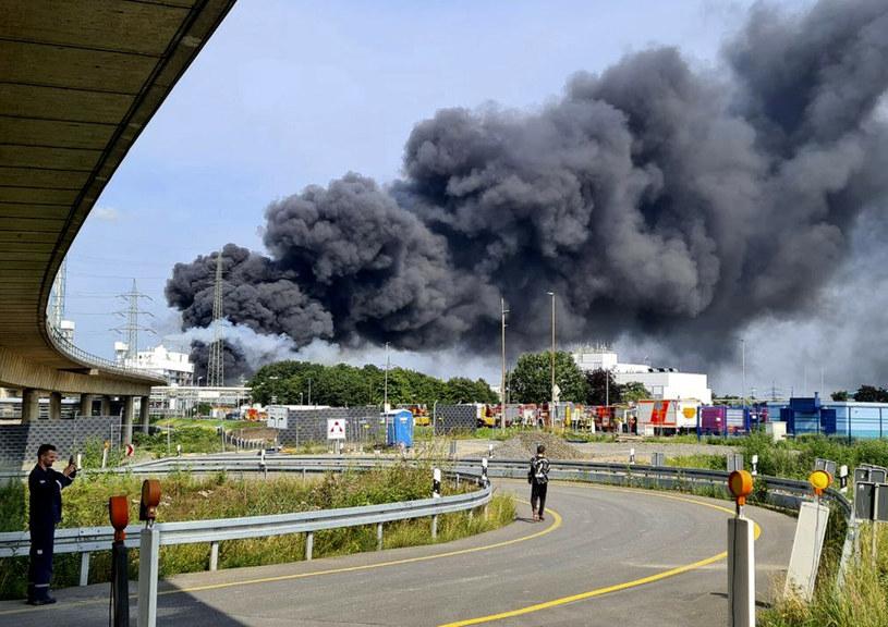 Czarny dym nad Leverkusen /dpa/Associated Press /East News