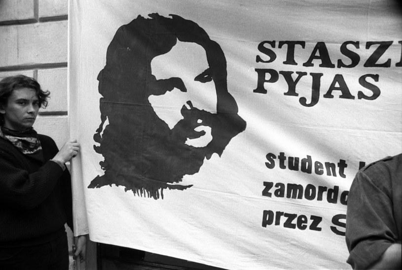 Czarny marsz w Krakowie w rocznicę zamordowania Stanisława Pyjasa, 14.05.1989 r. /Andrzej Stawiarski /Agencja FORUM