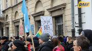 Czarny Protest przed Domem Arcybiskupów Warszawskich